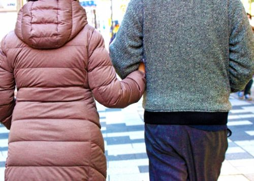 熟年の歩く姿