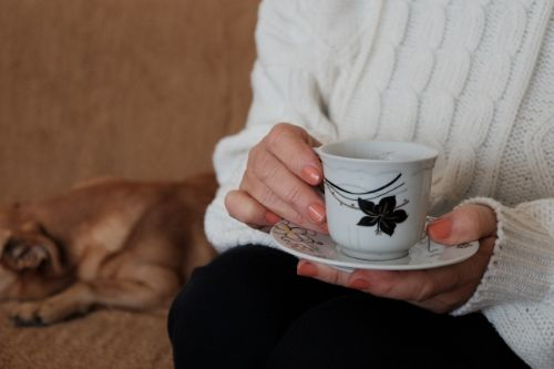 一人でお茶を飲む